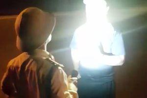 Kiểm điểm sâu sắc, điều chuyển công tác trung tá CSGT 'rọi đèn, chỉ mặt tài xế'