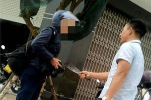 Khởi tố người đàn ông cầm dao phay dọa giết phóng viên