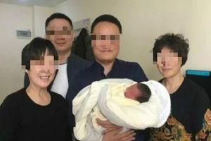 THẬT KỲ DIỆU! Sau 4 năm bố mẹ mất, bé trai chào đời trong niềm hạnh phúc vô bờ của ông bà