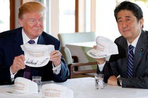 Abe đi Mỹ: Đặt cược tương lai chính trị vào cuộc gặp Trump