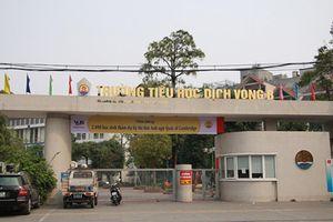 Hốt hoảng học sinh rơi từ tầng cao trường Dịch Vọng B, Hà Nội