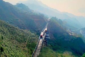 Lào Cai: Trải nghiệm chuyến tàu tốc hành 'bay' trên thung lũng Mường Hoa