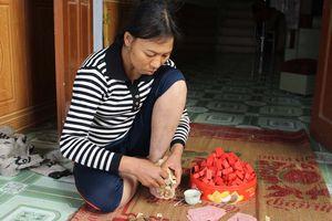 Người đàn bà nhặt ve chai nuôi con làm 'bà mai' mát tay cho nhiều cặp đôi