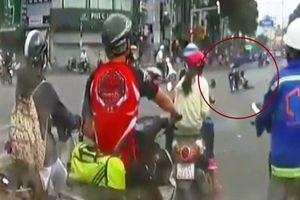 Bàng hoàng giây phút tên cướp kéo lê cô gái giữa trung tâm TP HCM
