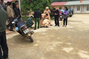 Cô giáo lùi xe đè chết học sinh trong sân trường chưa có bằng lái