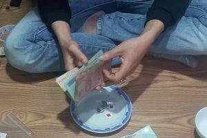 Nghệ An: Bắt quả tang 12 đối tượng đánh bạc ngày cận Tết