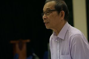 Nhà thơ Bằng Việt tự nguyện rút hay sức ép?