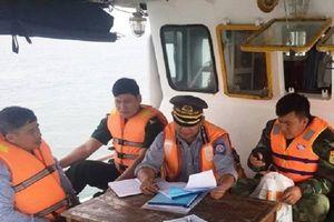 Quảng Bình: Bắt 2 tàu giã cào tận diệt thủy sản trên biển