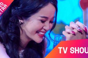 Tôn Kinh Lâm bị từ chối nhưng vẫn nắm chặt tay cô gái tỏ tình