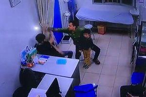 Khởi tố bố bệnh nhi hành hung bác sĩ tại Bệnh viện Xanh Pôn