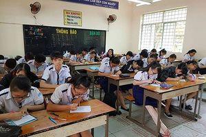 Khiển trách giáo viên chủ nhiệm lớp có cô giáo nhiều tháng không giảng bài