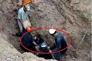 Nghẹt thở giải cứu hai vợ chồng bị vùi lấp 2m dưới đất