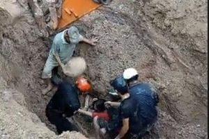 Cặp vợ chồng bị chôn sâu hơn 2m trong gần 1 giờ sống sót kỳ diệu