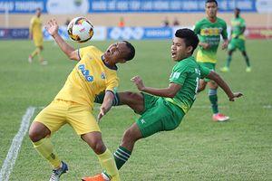 SLNA liên tiếp ngã vờ kiếm penalty, CLB Thanh Hóa hòa Cần Thơ 1-1