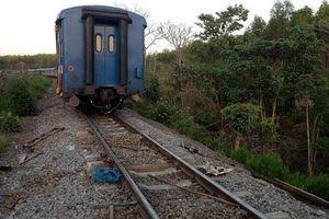 Tàu SE8 trật bánh khỏi đường ray, đường sắt Bắc-Nam tê liệt