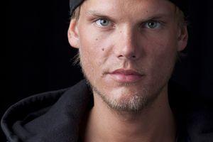 Bi kịch DJ Avicii: Tuổi trẻ mài sức vì âm nhạc rồi lụi tàn vì rượu