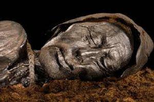 Kinh ngạc xác ướp được bảo quản nguyên vẹn trong đầm lầy