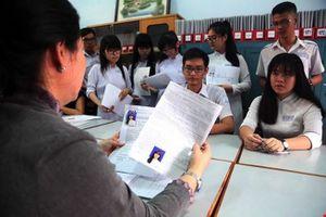 Kết thúc nhận hồ sơ ĐKDT THPT quốc gia, thầy làm 'ngư phủ' cải thiện bữa ăn cho học trò