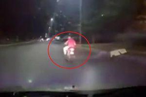 Clip: Tên cướp va mặt vào barie, bị dân tóm sống trên đường chạy trốn