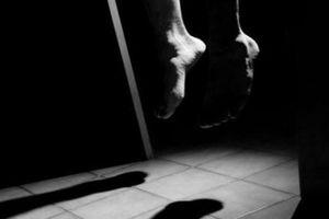 Phát hiện người đàn ông tử vong trong tư thế treo cổ trong nhà