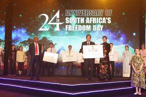 Hơn 5 tỷ đồng trao tặng các Quỹ vì cộng đồng nhân Quốc khánh Nam Phi 2018.