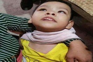 Số phận đáng thương của bé gái 3 tuổi mồ côi bố, mẹ khù khờ