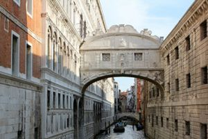 Cầu thở dài và cuộc vượt ngục của 'vua sát gái' thành Venice