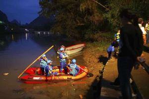 Trung Quốc: Hai thuyền rồng bị lật, 11 người chết, 6 mất tích