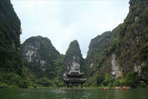 Vài suy nghĩ nhân 1050 năm nhà nước Đại Cồ Việt: Đưa du lịch Ninh Bình trở thành ngành kinh tế mũi nhọn (*)