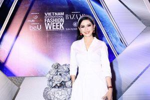 Nữ doanh nhân Thủy Tiên trẻ trung, sành điệu trong mẫu thời trang của thương hiệu Weill