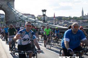 Hàng nghìn người đạp xe quanh Budapest nhân ngày Trái đất