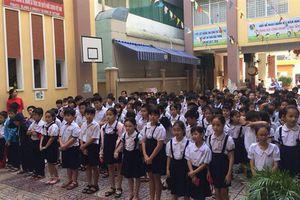 TP.HCM: Cô giáo dọa phạt học sinh ngậm dép