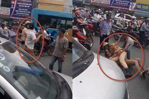Clip CSGT Hà Nội quật ngã tài xế taxi giữa đường vì bị gạt tay