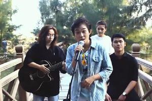 MV phổ nhạc bài thơ 'Sóng' của nhóm bạn trẻ học giỏi Ngữ văn 'nhất hệ mặt trời' khiến dân mạng phát sốt