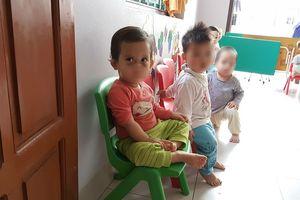 'Ẩn khuất' từ cơ sở mầm non về nhà, bé 14 tháng tuổi bị tụ máu hai mắt