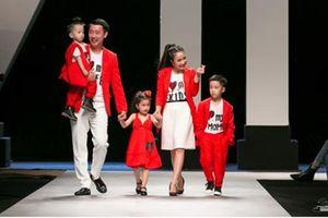 Siêu mẫu Hoàng Yến cùng gia đình ốc Thanh Vân 'dắt tay nhau' hồi tưởng hóa lại câu chuyện tình 'Waken your love'