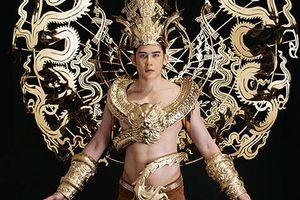 Cận trang phục dát vàng nặng 40kg Minh Trung thi Mister International