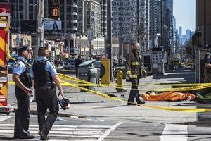 Xe tải điên tông chết 9 người ở Toronto, Canada