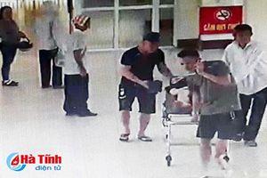 Đang điều tra đối tượng mang dao vào bệnh viện gây náo loạn