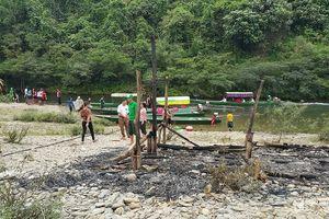 Lều quán phục vụ du khách bị cháy bí ẩn ở Nghệ An