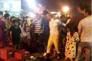 Bị bầu show lừa, khán giả quá khích đập ghế, bắt giữ diễn viên