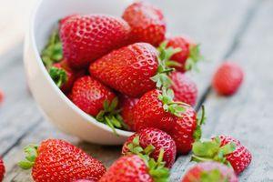 Chuyên gia bày mẹo loại bỏ tối đa chất độc hại 'tắm' hoa quả