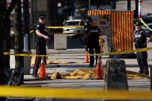 Xe tải cố ý tông vào người đi bộ, 10 người thiệt mạng