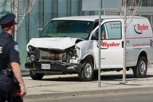 Xe tải lao trên vỉa hè suốt 2 km ở Canada, ít nhất 10 người thiệt mạng