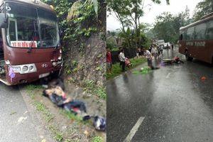 Ô tô khách va chạm với hai xe máy, 5 người nhập viện cấp cứu