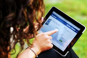 Sử dụng mạng xã hội như thế nào cho đúng luật?