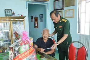 Thăm, tặng quà gia đình chính sách, người có công tại tỉnh Tây Ninh