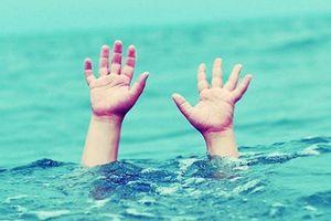 Ra ao tắm trong ngày nghỉ lễ, 2 học sinh đuối nước thương tâm