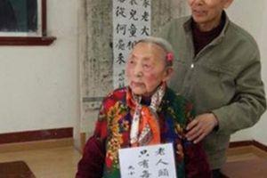 Cụ bà gần 100 tuổi chưa chịu tốt nghiệp, biết lý do ai cũng phải 'ngả mũ'
