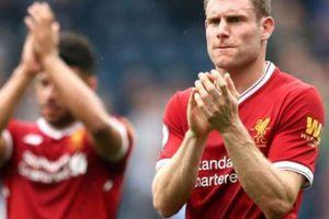 Ở tuổi 32, hậu vệ Liverpool vượt mặt Rooney và Neymar